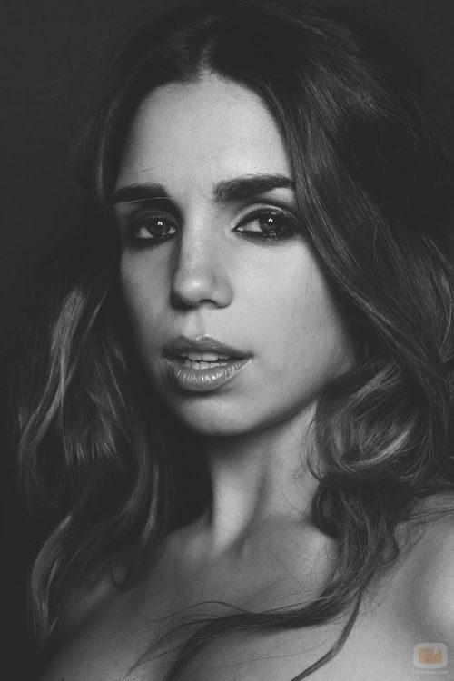 Primer plano de la actriz Elena Furiase para Overlay Magazine