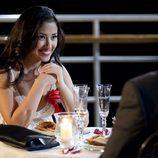 Cena romántica entre Estela (Giselle Calderón) y Gamboa (Juan Pablo Shuk) en la tercera temporada de 'El Barco'