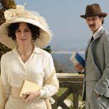 Surge la atracción entre Adriana (Silvia Marsó) y Javier Alarcón (Eloy Azorín) en 'Gran Hotel'