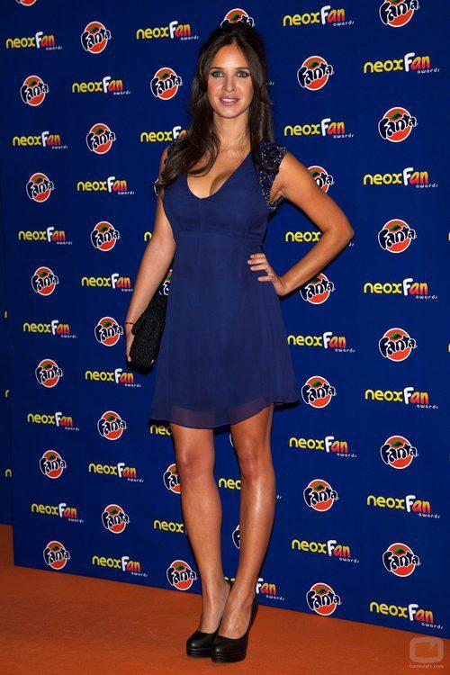 Paula Prendes en la alfombra naranja de los Neox Fan Awards