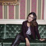 Adela Úcar posa en un sillón para VIM Magazine