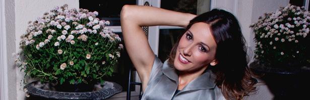 Adela Úcar se muestra sonriente y alegre para VIM Magazine