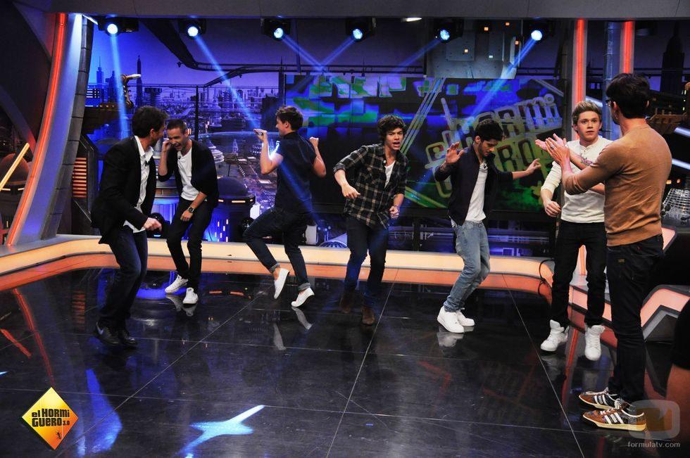Los chicos de One Direction bailan en 'El Hormiguero'