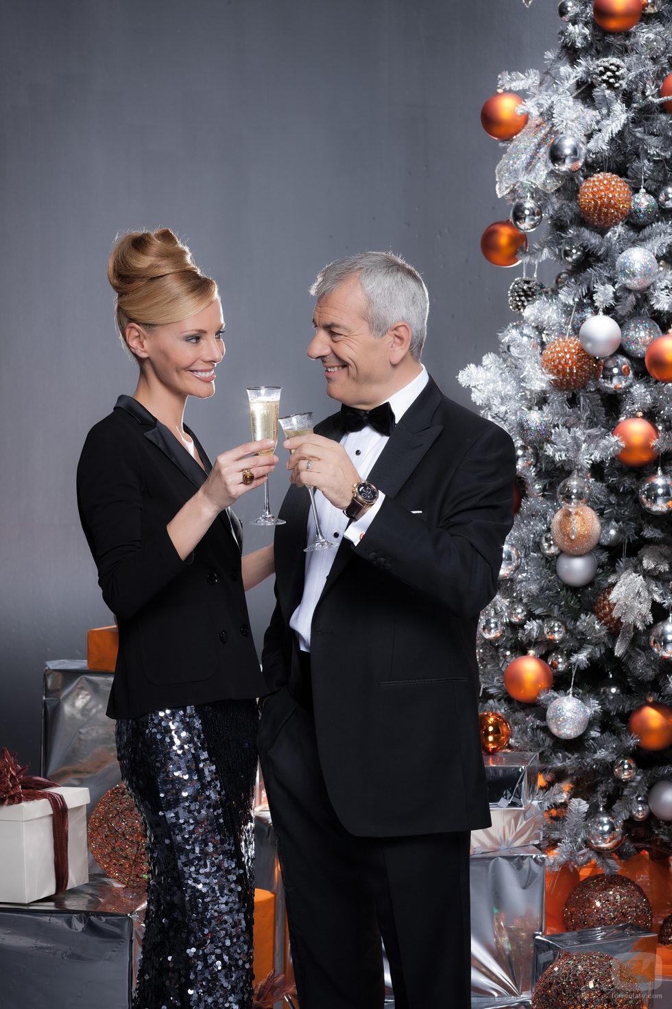 Paula Vázquez y Carlos Sobera brindan antes de las Campanadas 2012