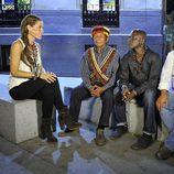 Raquel Sánchez Silva habla con los patriarcas de las familias y las tribus que participan en la segunda temporada de 'Perdidos en la ciudad'