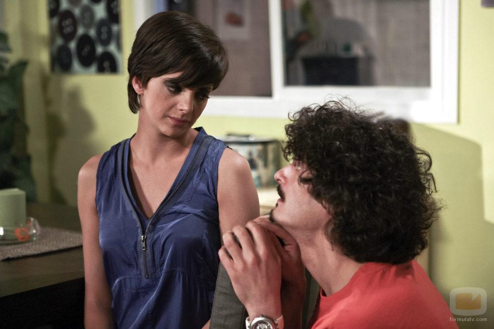 Lola y Javi hablando en el capítulo 77 de 'La que se avecina'