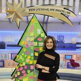 Ana Rosa Quintana junto al árbol de Navidad
