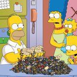 La familia Simpson al completo en la temporada 22 de 'Los Simpson'