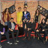 Jesús Vázquez y Tania Llasera con los coaches y finalistas de 'La voz'