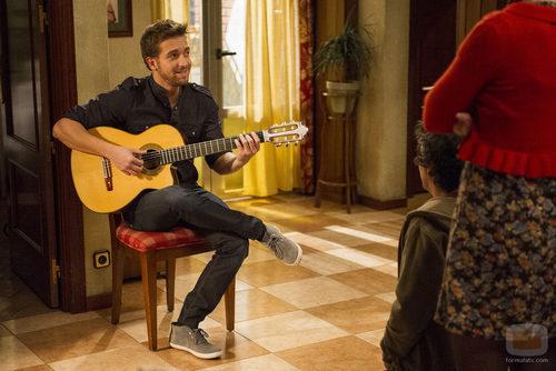 Pablo Alborán canta en el capítulo 200 de 'Aída'