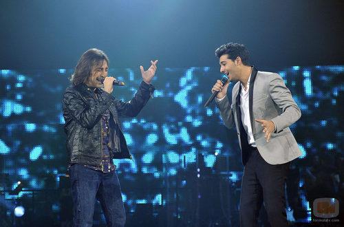 Antonio Carmona y Jorge cantando juntos en la gala final de 'La Voz'