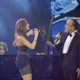 Pau Piqué cantando junto a su coach Malú en la gala final de 'La Voz'