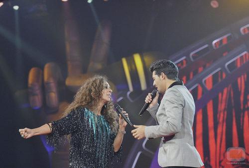 Jorge cantando junto a su coach Rosario en la gala final de 'La Voz'