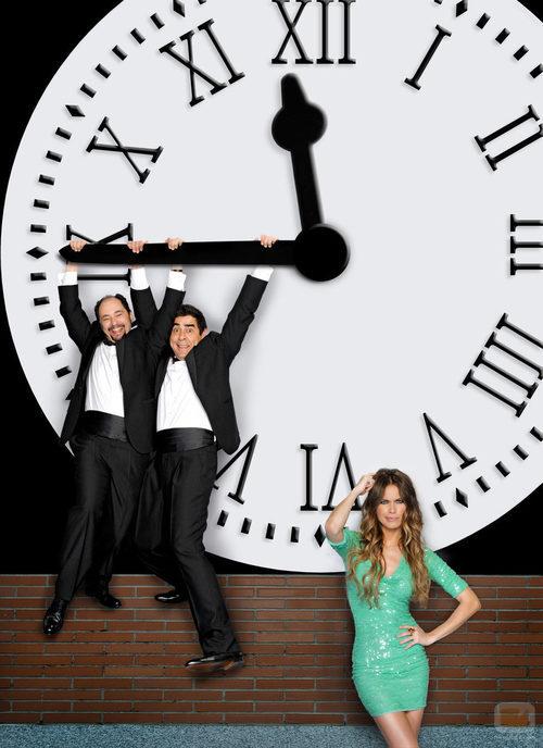Jordi s nchez y pablo chiapella se cuelgan del reloj de la for Reloj de puerta del sol
