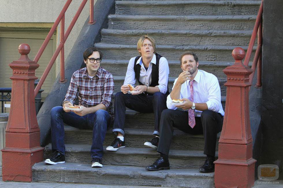 Nelson Franklin, Kris Marshall y David Denman son Adam, Ethan y Mike en 'Manos libres'