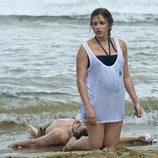 Vilma y Piti a orillas del mar en el nuevo capítulo de 'El Barco'