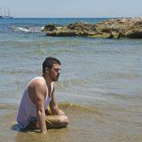 Piti se da un baño en la orilla de la playa al llegar a tierra firme