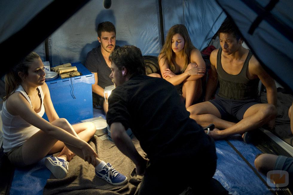 Ainhoa, Piti, Vilma y Cho reciben la visita de Max en el campamento