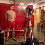 Chord Overstreet y Jacob Artist con el torso desnudo en 'Glee'