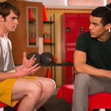 "Blake Jenner y Jacob Artist en ""Naked"" de 'Glee'"