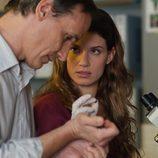 Pablo y Mar trabajan en el laboratorio de los Cortázar en 'Gran Reserva'
