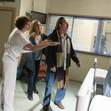 Carlota y su padre se ven envueltos en una pelea en el hospital