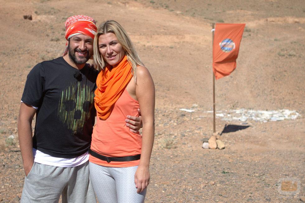 Rafael y Yolanda posando en una de las metas de 'Expedición imposible'