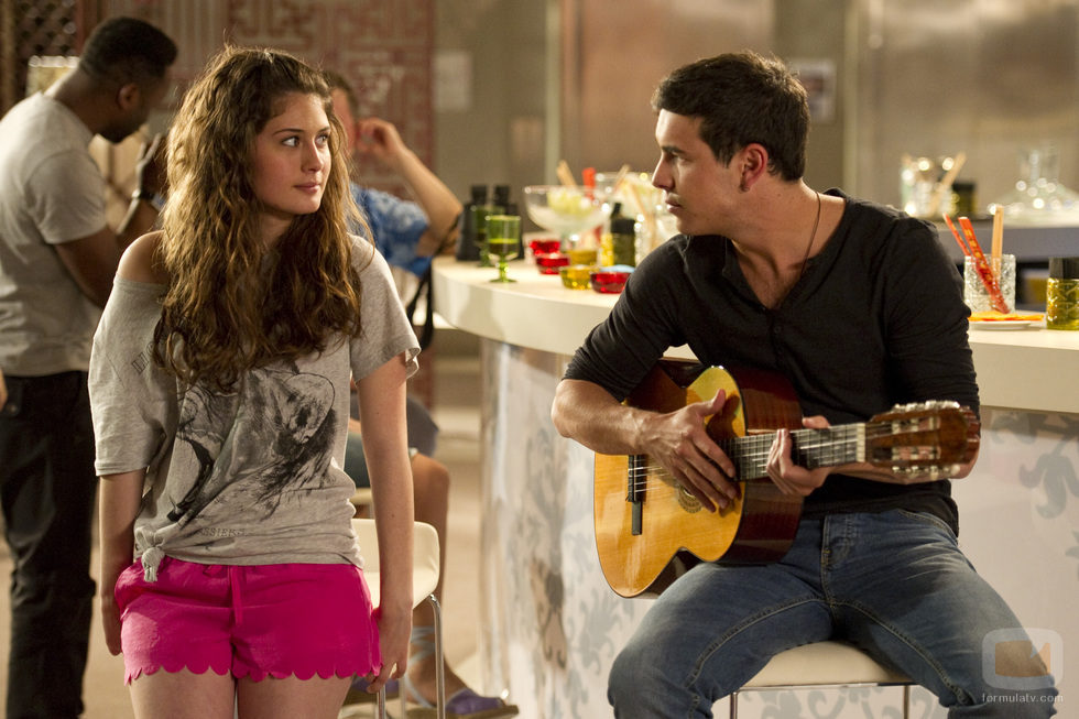 Nerea Camacho y Mario Casas comparten secuencia en la tercera temporada de 'El barco'