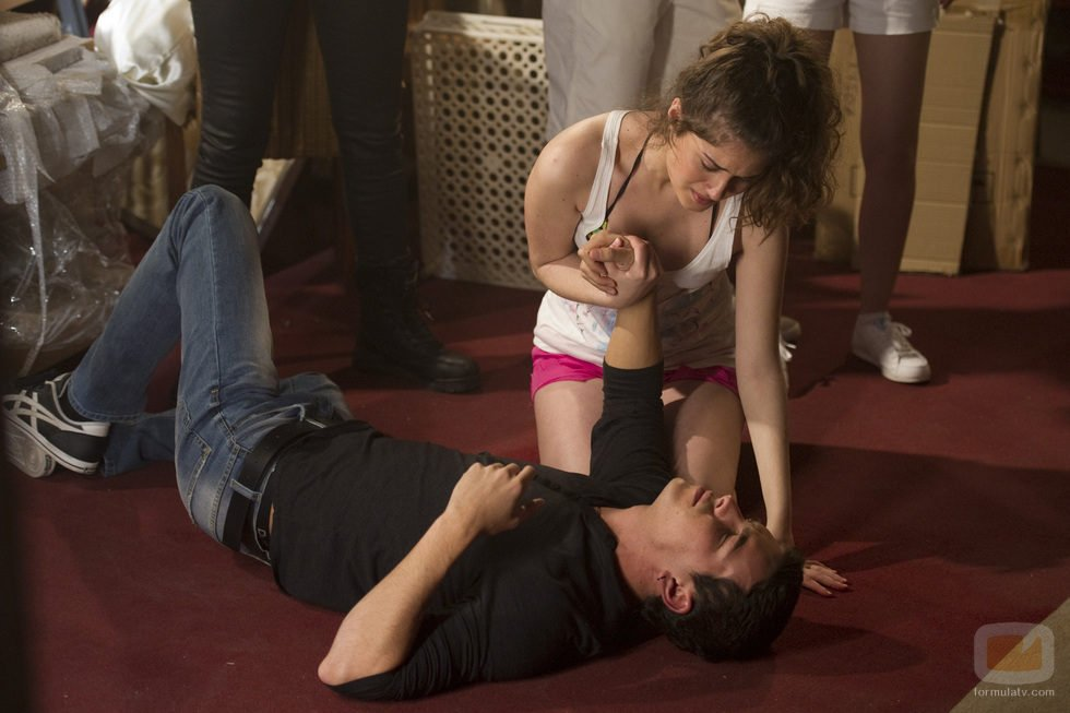 Nerea Camacho ayuda a Mario Casas en la tercera temporada de 'El barco'