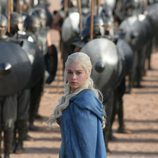 Daenerys (Emilia Clarke) y su ejército de Inmaculados en la tercera temporada de 'Juego de tronos'