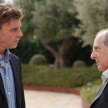 Emilio Gutiérrez Caba (Vicente Cortázar) y Armando del Río (Gustavo Arístides) en el cuarto capítulo de la tercera temporada de 'Gran Reserva'
