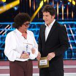 María del Monte recibe el premio La voz de oro en la gala final de 'Tu cara me suena'