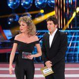 Anna Simon recibe el premio Pechis de oro en la gala final de 'Tu cara me suena'
