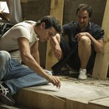 Ulises y De la Cuadra tramando una estrategia en el último episodio de 'El Barco'