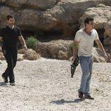 Gamboa junto a Ulises en el último episodio de 'El Barco'