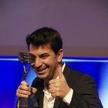 Arturo Valls con su Premio Zapping 2013