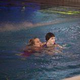 Miriam Díaz Aroca y Angy Fernández en el agua de la piscina de 'Splash! Famosos al agua'