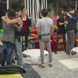 Danny, Leticia y Juan Carlos despidiéndose de sus compañeros