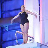 Raquel Mosquera preparándose para saltar desde el trampolín de 'Mira quién salta!'