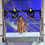 Tamara Gorro preparándose para saltar desde el trampolín de '¡Mira quién salta!'