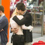 Miriam e Igor abrazándose