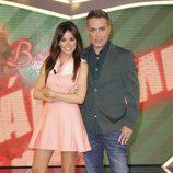 Carmen Alcayde y Kiko Hernández, presentadores de 'Las bodas de Sálvame'