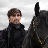 El conde Riario, interpretado por Blake Ritson