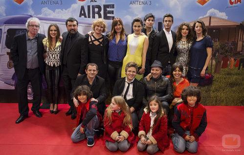 El reparto de 'Con el culo al aire' en la premiere de la segunda temporada