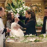 Los Reverte bautizan al hijo de Lucía en 'Gran Reserva. El pago de los Cortázar'