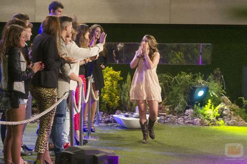 Paula Rojo despidiéndose de los concursantes de 'Gran Hermano catorce'