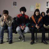 Carlos y sus amigos en la sala de espera