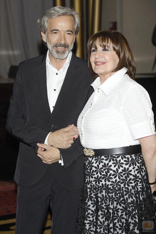 Imanol Arias y Concha Velasco en los Premios Iris 2013
