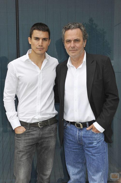 Álex González y José Coronado en la rueda de prensa de 'El Príncipe'