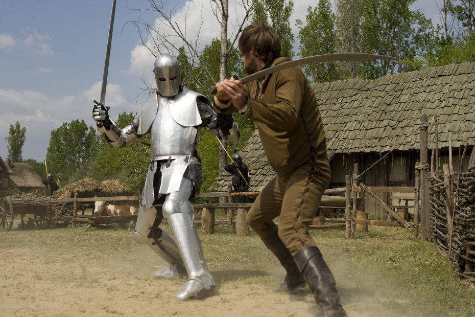 Lucha contra un caballero con armadura en 'Robin Hood'